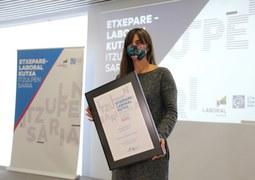 Eider Rodriguezek eta Lander Garrok irabazi dute Etxepare-Laboral Kutxa Itzulpengintza Saria